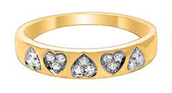 Smuk guldring med diamant og hjerter